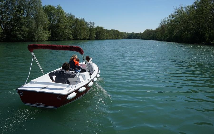 whereez location de bateaux sans permis paris. Black Bedroom Furniture Sets. Home Design Ideas